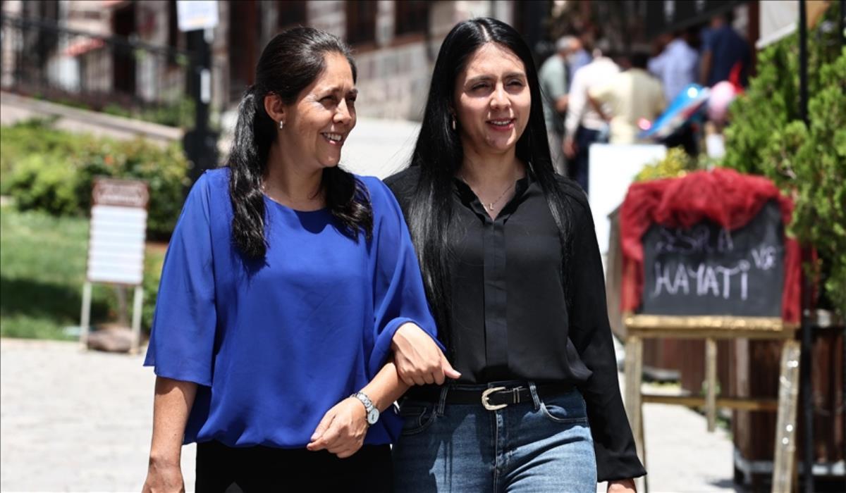 Kolombiyalı Anneye Mezuniyet Sürprizi